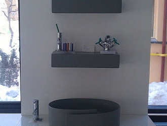 Stand showroom di material compozit