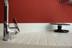 detaliu frezare picurator/scurgere in blatul din compozit pentru bucatarie