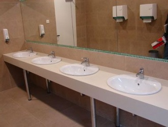 Blat cu lavoare aplicate din material compozit pentru grup sanitar comercial